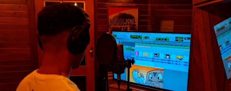 Rapper Aliado Jota narra trailer do jogo ''Craquinho''.