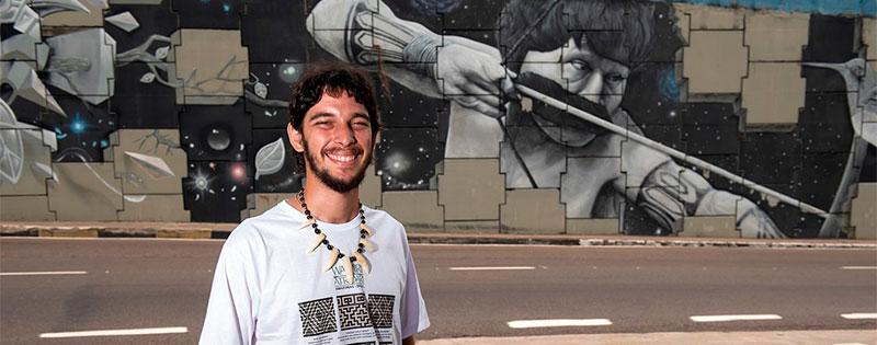 Rai Campos ''Raiz'' Natureza e visibilidade indígena estampadas em passagens abandonadas